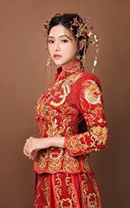 Bilder Asiatische Schmuck Brünette Starren Mädchens