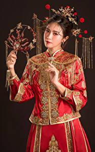 Hintergrundbilder Asiaten Schmuck Hand Starren Mädchens