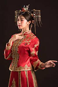 Fotos Asiaten Schmuck Pose Hand junge Frauen