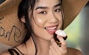 Bilder Asiatische Model Brünette Blick Lächeln Der Hut Kahlisa, Taika Mädchens