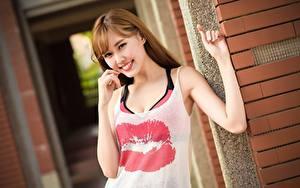 Fotos Asiaten Lippe Braunhaarige Blick Lächeln Hand