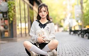 Fotos Asiatisches Lotossitz Bokeh Sitzend Braunhaarige Bein Long Socken Mädchens