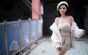 Bilder Asiatisches Posiert Bokeh Barett Rock Unterhemd Blick Mädchens