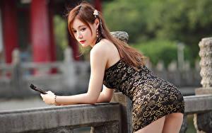 Desktop hintergrundbilder Asiatische Pose Kleid Braune Haare junge frau