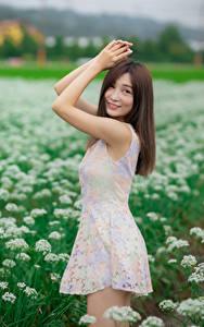 Fotos Asiatische Pose Kleid Hand Blick