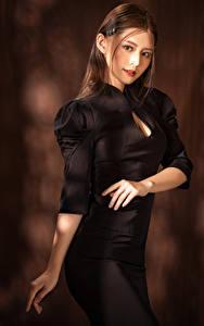 Bilder Asiatische Pose Kleid Hand Blick