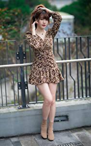 Hintergrundbilder Asiaten Pose Kleid Bein Starren junge frau