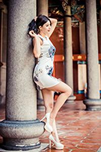 Hintergrundbilder Asiaten Posiert Kleid Bein High Heels junge frau