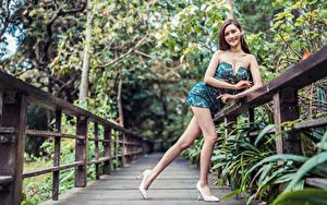 Hintergrundbilder Asiaten Pose Kleid Lächeln Bein Starren junge Frauen