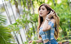 Bilder Asiaten Posiert Hand Starren Bokeh Mädchens