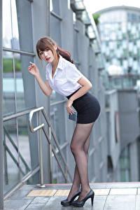 Hintergrundbilder Asiatische Pose Bein Rock Bluse Starren Mädchens