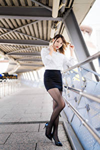 Fotos Asiatische Pose Rock Bluse Blick Mädchens