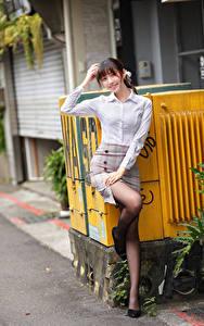 Bilder Asiaten Posiert Lächeln Bein junge frau