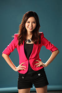 Bilder Asiatisches Lächeln Pose Shorts Sakko Hand Blick Mädchens