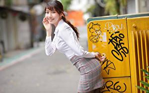 Hintergrundbilder Asiaten Lächeln Rock Bluse Posiert Bokeh Blick junge frau