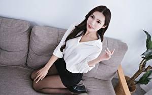 Hintergrundbilder Asiaten Sofa Brünette Hand Rock Bein Strumpfhose junge frau