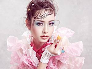 Bilder Asiaten Gesicht Make Up Braunhaarige Blick Sofie junge frau