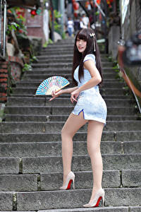 Hintergrundbilder Asiaten Treppe Posiert Bein Kleid Fächer junge frau