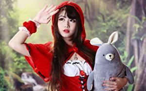 Hintergrundbilder Asiaten Spielzeuge Bokeh Rotkäppchen Brünette Hand Blick Mädchens