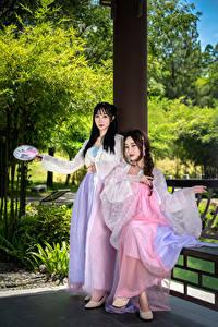 Fotos Asiaten 2 Kleid Blick