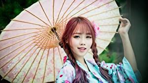 Bilder Asiatisches Regenschirm Blick Zopf Hand Nett Mädchens