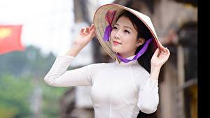 Bilder Asiaten Bokeh Brünette Hand Der Hut Blick Vietnamese Mädchens