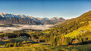 Bakgrunnsbilder Østerrike Høst Fjell Hus Landskapsfotografering Alpene Granslekten Tåke