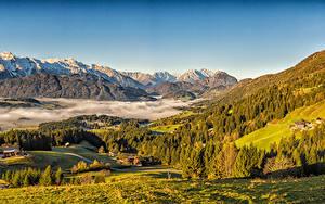 Hintergrundbilder Österreich Herbst Berg Haus Landschaftsfotografie Alpen Fichten Nebel