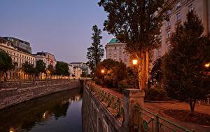 Bilder Österreich Wien Gebäude Abend Stadtstraße Kanal Straßenlaterne Bäume Städte