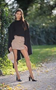 Bilder Herbst Brünette Umhang Der Hut Bein Stöckelschuh Daniela junge Frauen