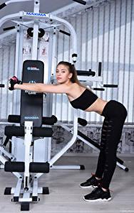 Fotos Avery 1997 Fitness Pose Fitnessstudio Blick Sport Mädchens