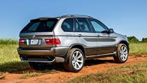 Bilder BMW Grauer Hintergrund Softroader X5 4.8is, US-spec, 2004 automobil