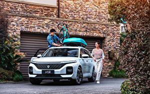 Bilder Baojun Asiatisches Kombi Weiß Metallisch Chinesisch Valli, 2021 auto Mädchens