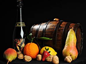 Hintergrundbilder Fass Wein Obst Nussfrüchte Apfelsine Birnen Schwarzer Hintergrund Flasche