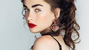 Fotos Schön Rote Lippen Ohrring Schminke Haar Braune Haare Gesicht junge Frauen