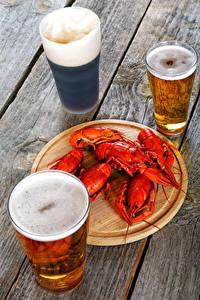 Bilder Bier Flusskrebs Bretter Trinkglas Drei 3 Schaum Lebensmittel