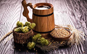 Fotos Bier Echter Hopfen Bretter Becher Weidenkorb Getreide Ähre Lebensmittel