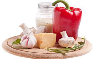 Fotos Paprika Knoblauch Käse Pilze Einweckglas Weißer hintergrund das Essen