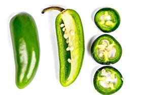 Bilder Paprika Weißer hintergrund Grün Stück das Essen