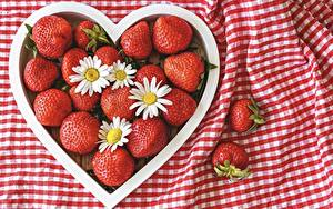 Hintergrundbilder Beere Kamillen Erdbeeren Herz Rot