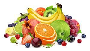 Hintergrundbilder Beere Obst Bananen Apfelsine Äpfel Weißer hintergrund das Essen