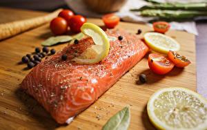 Fotos Schwarzer Pfeffer Gewürze Zitronen Lachs Fische - Lebensmittel Tomate Stücke das Essen