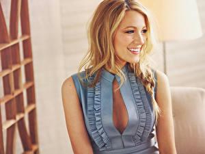 Fonds d'écran Blake Lively Blondeur Fille Les robes Sourire Célébrités Filles