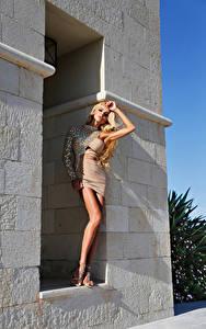 Hintergrundbilder Blond Mädchen Blick Kleid Mädchens