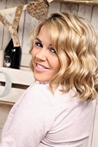 Fotos Blond Mädchen Haar Blick Lächeln Frisur