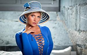 Fotos Blondine Der Hut Kleid Blau Dekolleté Starren