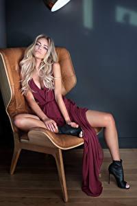 Fotos Blond Mädchen Sitzend Kleid Sessel Mädchens