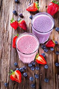 Hintergrundbilder Heidelbeeren Erdbeeren Joghurt Bretter Trinkglas Lebensmittel
