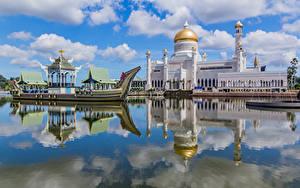 Fotos Boot Moschee Flusse Palast Turm Reflexion Wolke Brunei, Omar Ali Saifuddien Mosque Städte