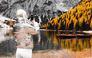 Hintergrundbilder Bokeh Blondine Jacke Smartphone Fotograf Hinten